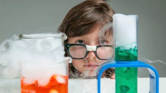 Интересные развивающие простые опыты для ребенка дома