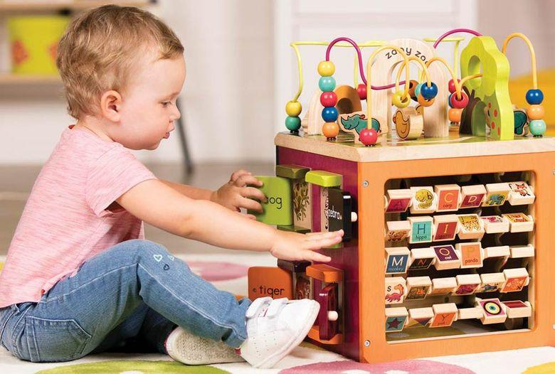 Чем занять ребенка в 1 год, 2 года дома и на улице: список из 18 игр, примеры занятий для детей