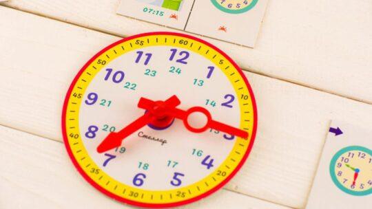 Как научить ребёнка понимать время и определять его по часам со стрелками